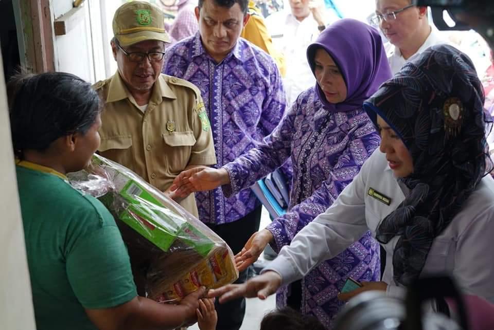 Plt. Ketua TP - PKK Kota Medan Ibu Hj. Nurul Khairani Akhyar, beserta rombongan Pemko Medan berkunjung ke lokasi khusus Stunting di Kota Medan.